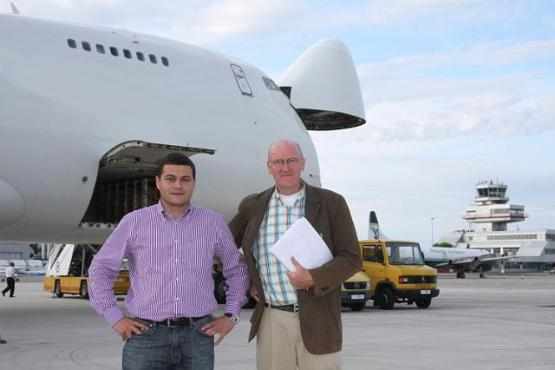 Photo Christian Klinger and second person in front of plane in Kazachstan